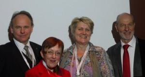 Schöpften für die Mitglieder aus der Quelle (vlnr): Axel Blanck, Brigitte Ettl, Isabella Weindl, Harald Heinrich